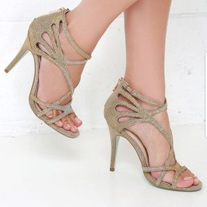 Nwot Betsey Johnson talia sandals